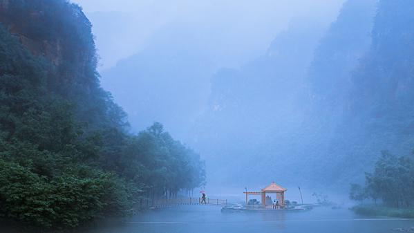 《雨中的浪漫》作者:袁鹏