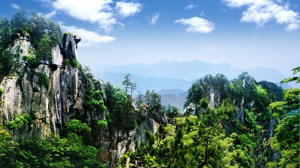 宝天曼骆驼峰全景