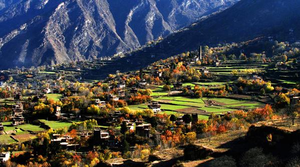 《最美乡村--丹巴中路藏寨》 作者:代奇源