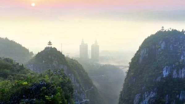 《黔江城市大峡谷》雷显蓉摄
