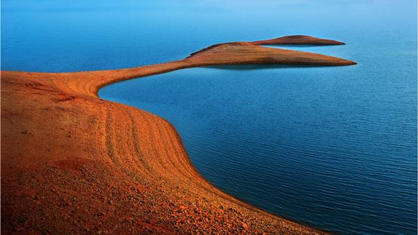 金色湖岸线 汪黎明 摄