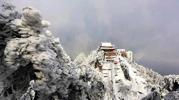 风雪大天台 程昌保 摄