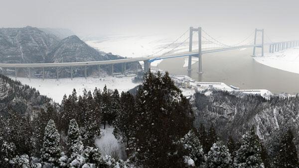 大河初雪 陈增志 摄