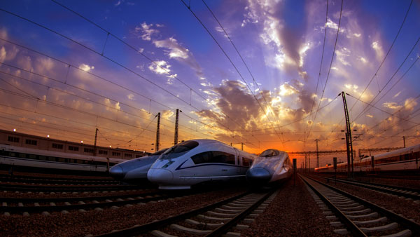 郑州米字型高铁新曙光 于长纯 摄
