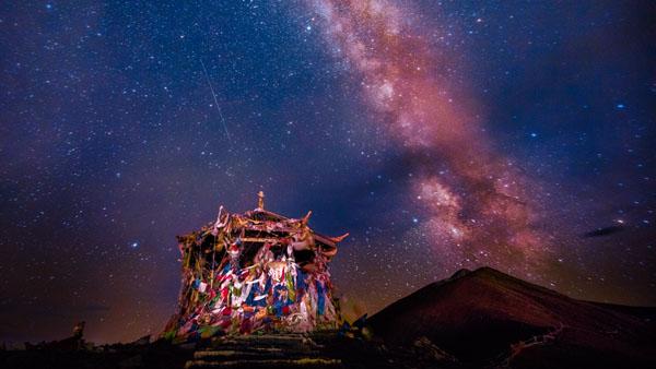 折多山的星空 康定市文化旅游和广播影视局供图