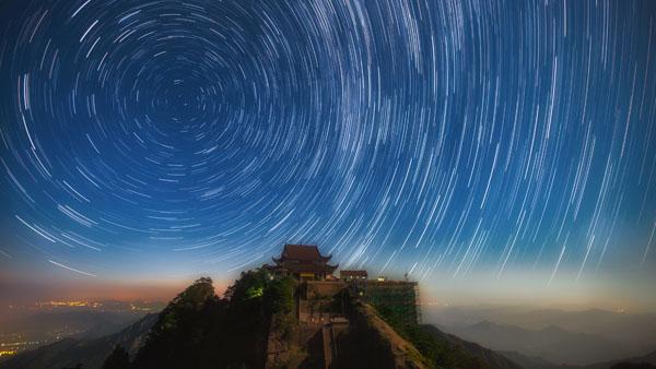 星空下的天台寺 朱正 摄