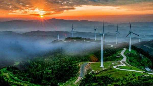 环保风电到山村 龙建宏 摄