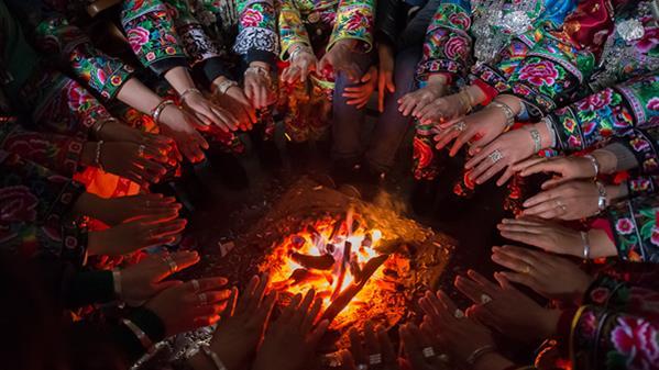 火盆上的风景 - 王芳 摄