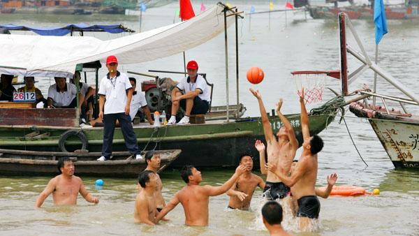 水上篮球 刘克林 摄