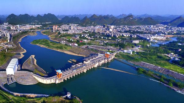 红水河畔大化新貌  丁虹  摄
