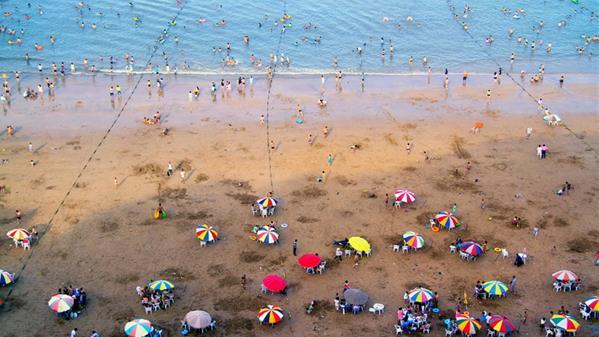 夏天的沙滩 梁敏慧 摄