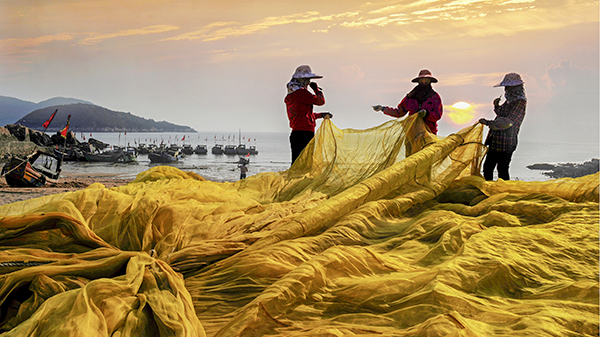 《渔家姑娘编织忙》-王翀 摄