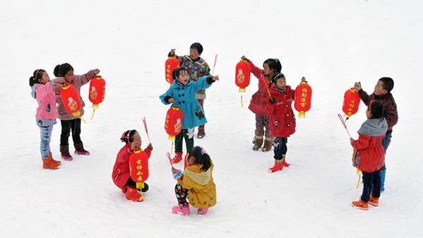 孩子们的元宵节 韩文华 摄