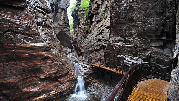 《龙潭峡地质奇观》-张雨田 摄