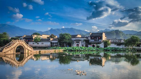 《皖南古村落宏村》组照之一  周冰 摄