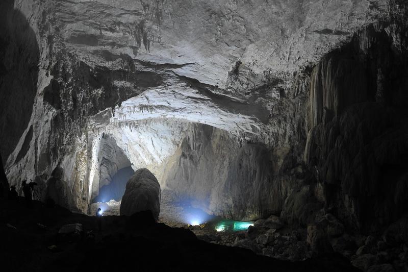 世界容积第一大洞厅—紫云苗厅 王凯俊 摄