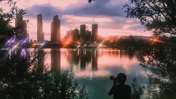 夕照南湖 楚海华 摄
