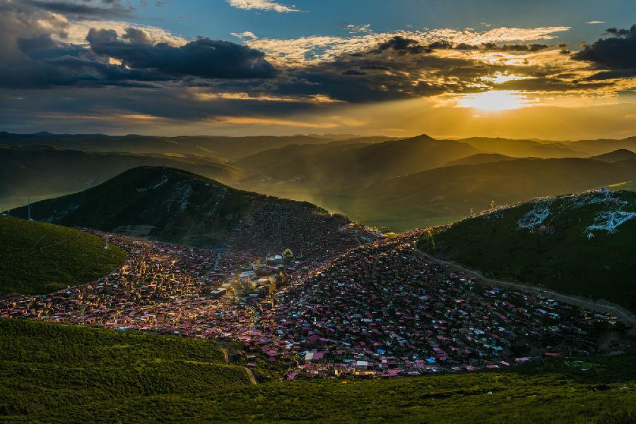 甘孜 色达 阿坝人文风光摄影活动高清图片