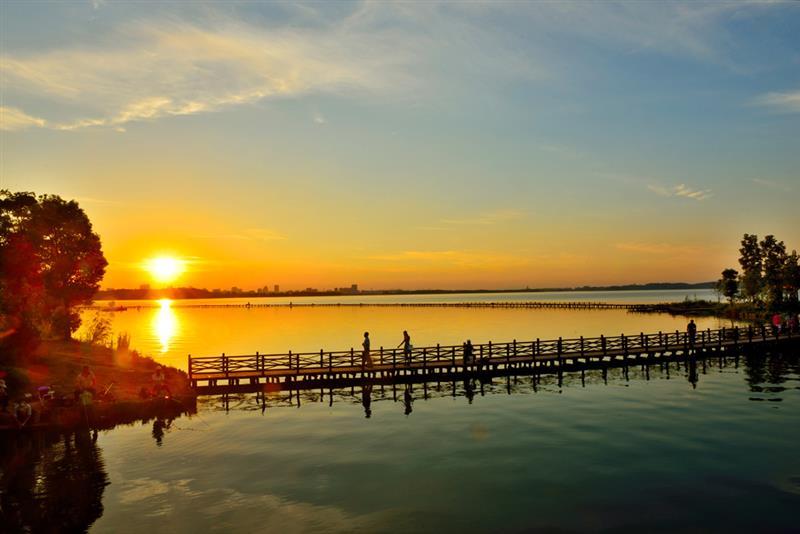 上一页 下一页 作品名称: 平天唱晚  作品描述: 平天湖夕阳风景