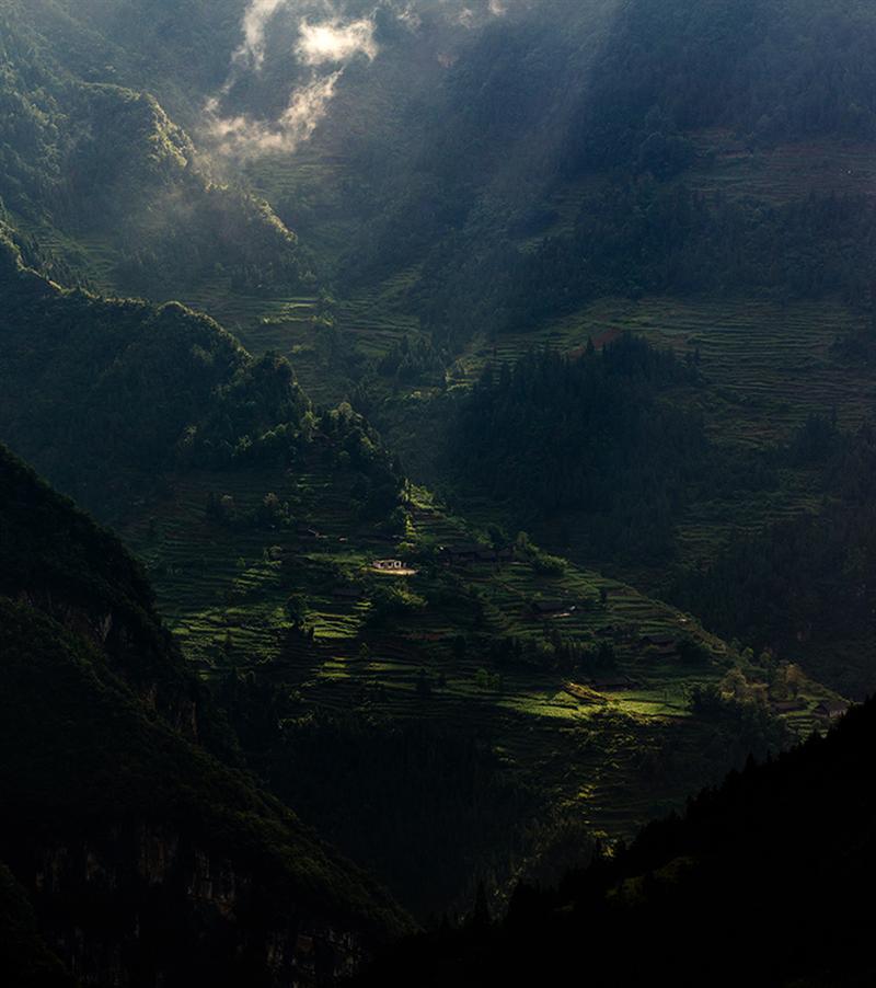 上一页 下一页 作品名称: 山村  作品描述:   拍摄地点: 贵州省沿河县
