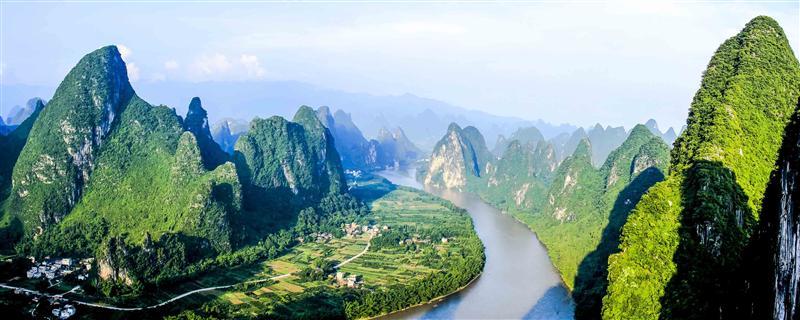 作品名称: 典型的喀斯特地貌景观  作品描述:   拍摄地点: 广西桂林图片