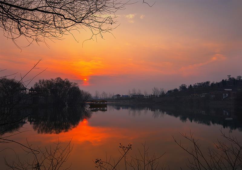 下一页 作品名称: 《朝晖》  作品描述:   拍摄地点: 安徽宿州夹沟镇