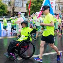 《轮椅跑者》