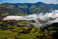 雾里山寨似仙境