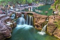 《红峡春瀑》