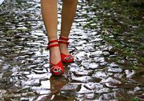 一双绣花鞋