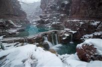 雪落红石峡