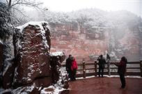 土地岩雪景
