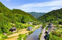 《生态借母溪,旅游富村民》