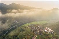 《晨雾中的夏村》