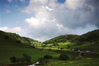 雨后关山草原