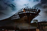 船厂的电焊工